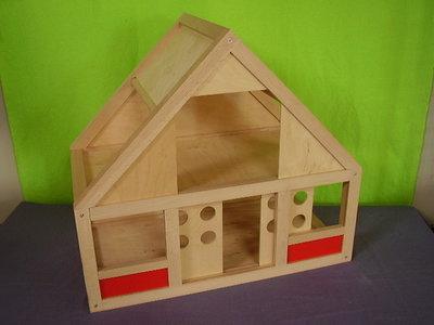 Houten poppenhuis playwood. (ZELF OPHALEN)