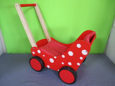 Houten poppenwagen rood stip