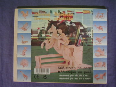 Houten bouwpakket springpaard pennenhouder.